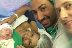 Avó dá à luz o neto para dá-lo ao filho gay e lança discussão na Internet