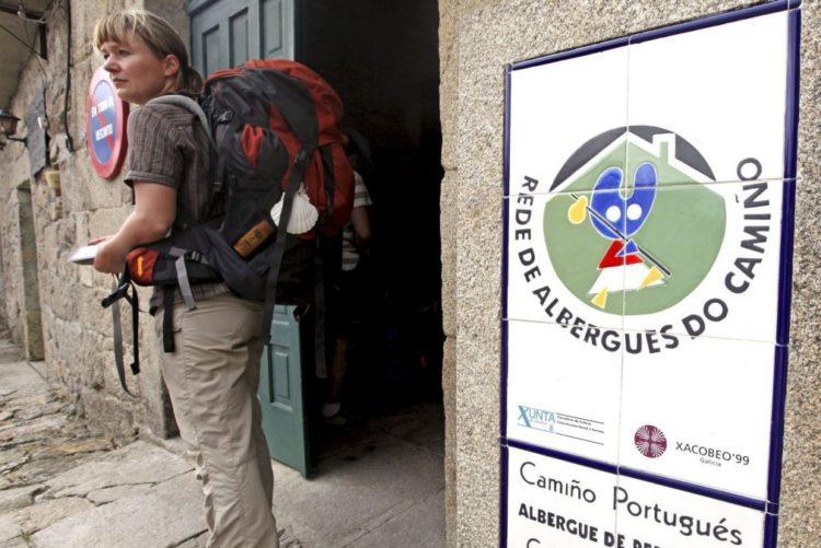Resultado de imagem para Associação crítica sinalização do Caminho de Santiago em centro histórico de Viana