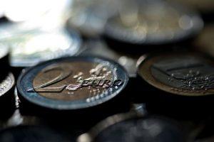 Há 10 moedas de 2 euros em circulação que valem milhares e uma pode estar na sua carteira