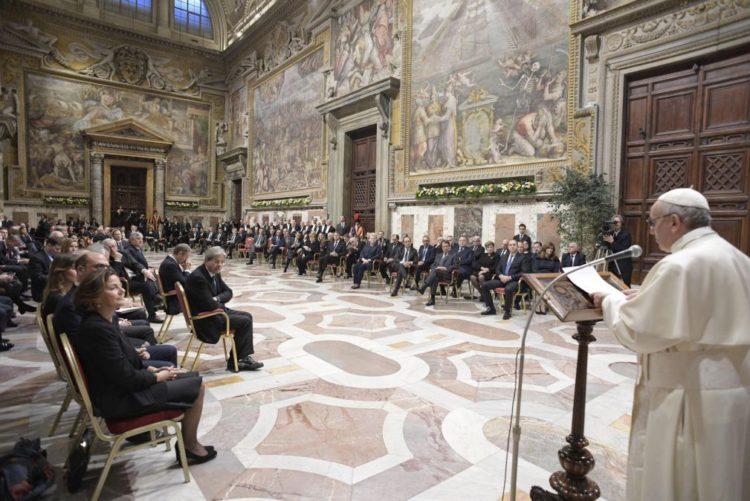 """Resultado de imagem para Papa diz que projeto europeu """"arrisca-se a morrer"""" sem ideais como """"a solidariedade"""""""