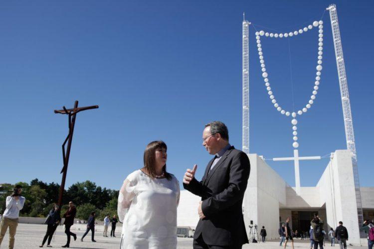 Resultado de imagem para Terço gigante de Joana Vasconcelos inaugurado hoje no Santuário de Fátima