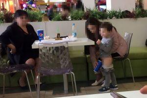 Mãe acusada de ser nojenta pelo que fez ao filho num restaurante