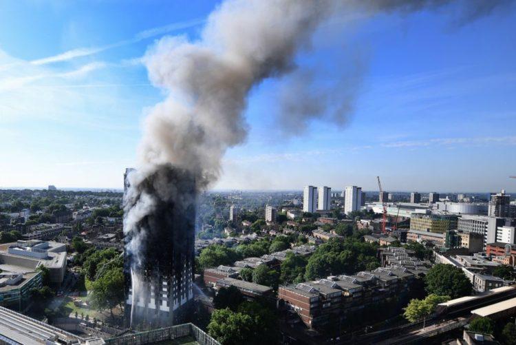"""Resultado de imagem para Desalojados por incêndio recebem """"onda de solidariedade"""" da comunidade portuguesa"""
