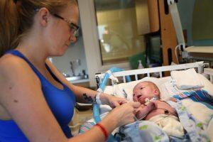 Bebé milagre nasce sem nariz, mas a história dele está a encantar o Mundo