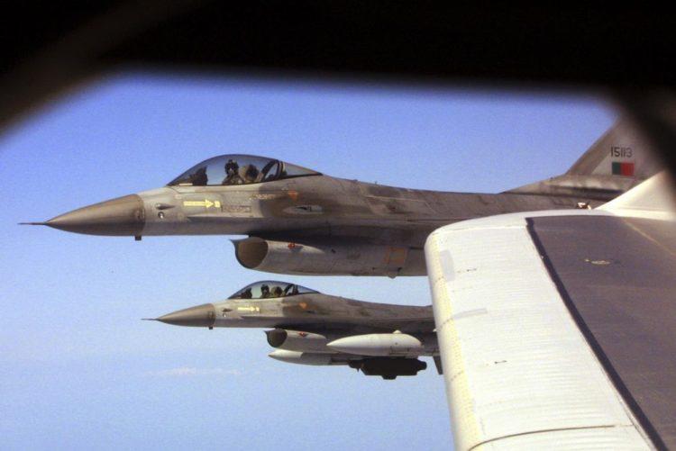 """Resultado de imagem para Força Aérea com combustível no limite consegue verba para """"necessidades urgentes"""""""
