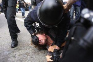 Catalunha: A carga policial que deixou o mundo indignado