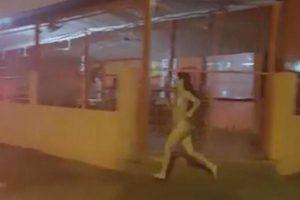 Correu nua pela rua para perseguir o namorado (vídeo para maiores de 18)