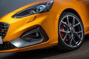 A performance vigorosa em reta ou em curva do novo novo Ford Focus ST