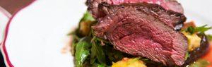 Comer muita carne vermelha pode acelerar o processo de envelhecimento