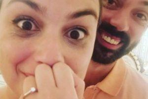 Ana Guiomar prova vestido de noiva depois de pedida em casamento