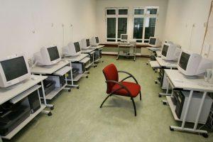 Professores de Informática preocupados com falta de distribuição de computadores