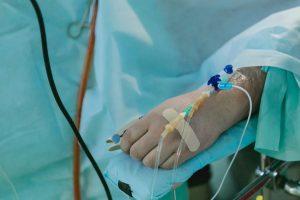 Covid-19: Doentes hospitalizados apresentam lesões no coração após alta