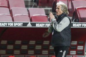 Benfica recebe Famalicão e pode juntar-se ao Sporting de Braga no terceiro lugar