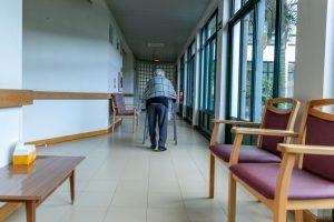 O número de mortes de residentes nos lares portugueses por covid-19 ascende a 3.750 desde o início da pandemia e até 04 de fevereiro, mostram números da Direção-geral da Saúde (DGS).
