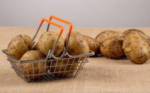 Descubra a forma mais fácil de cozer batatas no micro-ondas