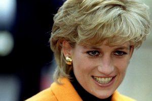 A foto nunca antes vista da princesa Diana em biquíni