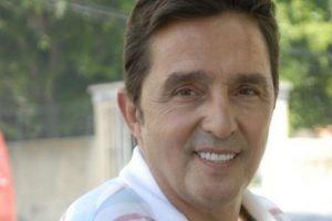"Carlos Cunha perde mãe vítima de covid-19 e nem ""sabia onde ela morava"""