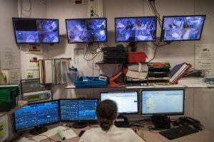 Covid-19: Pressão sobre hospitais agrava-se em França com mais de 37 mil casos diários