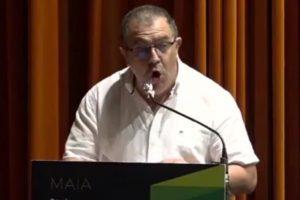 Vereador insulta deputados sem se aperceber que microfone está ligado