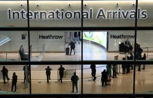 Covid-19: Governo britânico proíbe viagens da Índia devido a nova variante