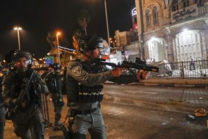 Pelo menos 50 pessoas hospitalizadas após confrontos com a polícia em Jerusalém