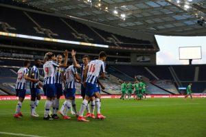 FC Porto goleia Farense e fica a três pontos da Liga dos Campeões