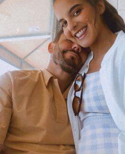 Sara Matos a rebentar de felicidade mostra barriga gigante de grávida