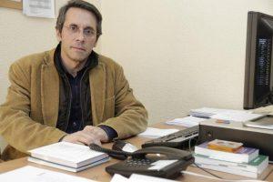 António Nabais, enfermeiro professor na Escola Superior de Enfermagem de Lisboa, coordena a Pedopsiquiatria do Hospital Dona Estefânia, onde se faz terapia de grupo e sociodrama com Aspergers