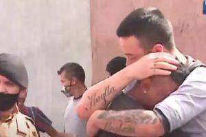 Homem atropela menina e acaba consolado pelo pai da criança [vídeo]