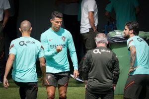 Cristiano Ronaldo é o primeiro a jogar em cinco Europeus