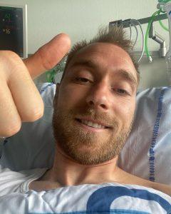"""Eriksen publica fotografia deitado na cama do hospital: """"Estou bem"""""""