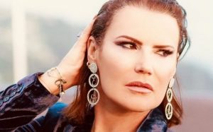 """Elma Aveiro """"cag**** e andando"""". Irmã de Cristiano Ronaldo reage a notícias de penhora"""