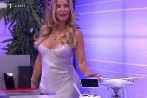 """Fernanda Câncio critica roupa de assistente do """"Preço Certo"""""""