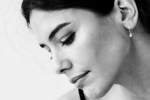 Isabela Valadeiro despede-se da última personagem com novo visual