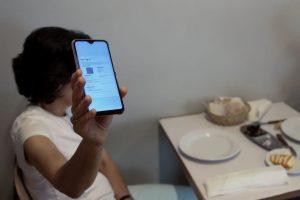 Bruxelas quer tratamento igual em uso de certificados em restaurantes e hotéis
