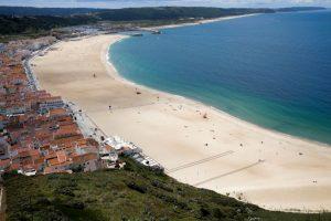 Menina de 9 anos morre afogada na praia da Nazaré