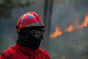 Incêndio intenso em parque de resíduos de empresa de Rio Maior