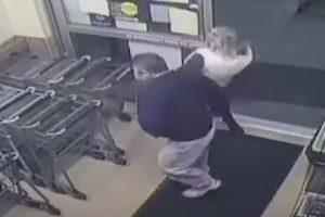 Homem injeta sémen em mulher dentro de supermercado [vídeo]