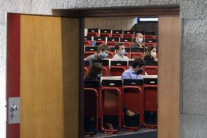 Covid-19: Máscaras obrigatórias no ensino superior e horários alargados