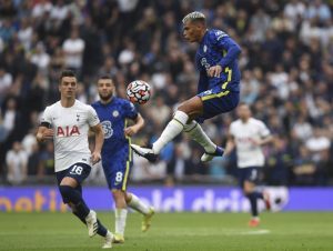 Chelsea vence Tottenham e Man UTD sofre para bater o West Ham