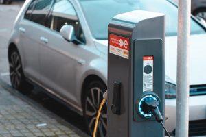Tribunal condena seguradora por atropelamento mortal com carro elétrico muito silencioso