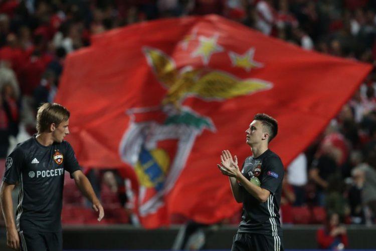 Sporting entra a ganhar fora, Benfica a perder em casa