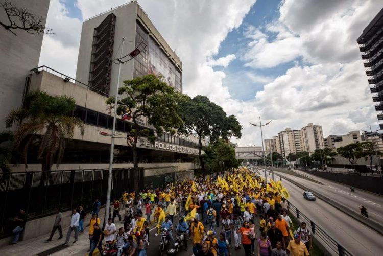Governo venezuelano e oposição vão retomar diálogo em janeiro