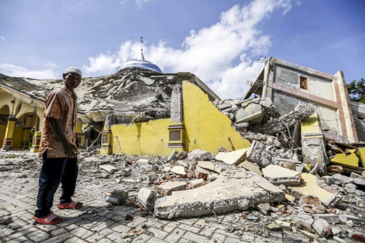 Número de mortos no sismo na Indonésia sobe para 97