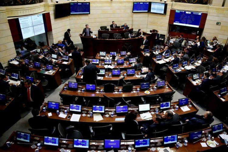 Senado da Colômbia aprova novo acordo de paz com guerrilha das FARC