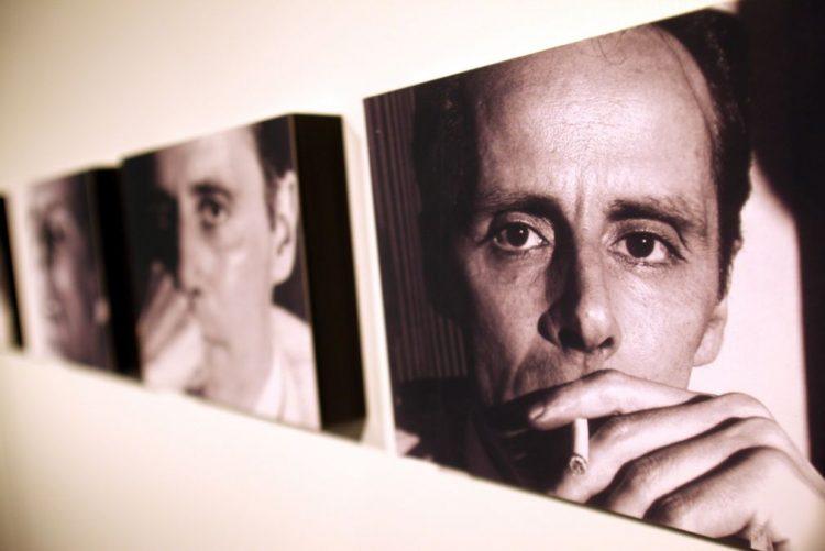 Restos mortais do poeta Cesariny trasladados hoje em cermónia nos Prazeres