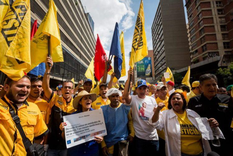 Oposição venezuelana recusa retomar diálogo e anuncia regresso aos protestos