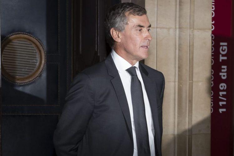 Justiça francesa condena ex-ministro a três anos de prisão por fraude fiscal