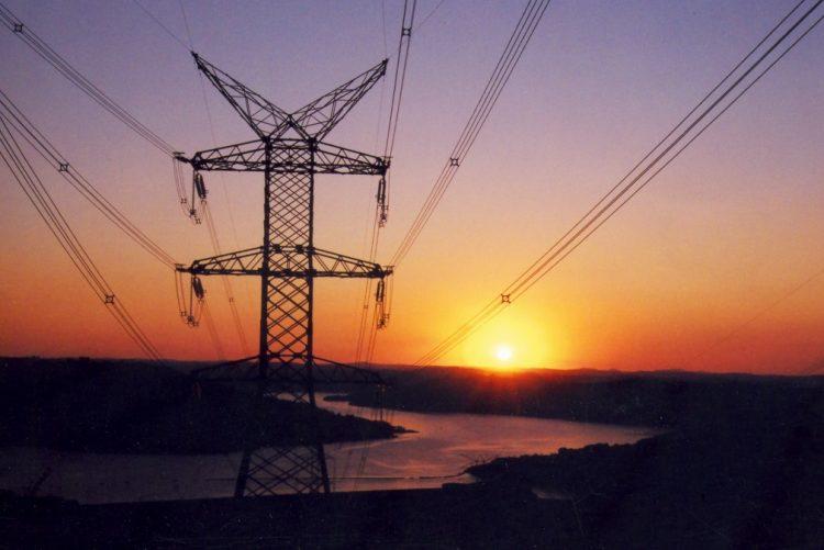 Dez concelhos sem eletricidade no domingo