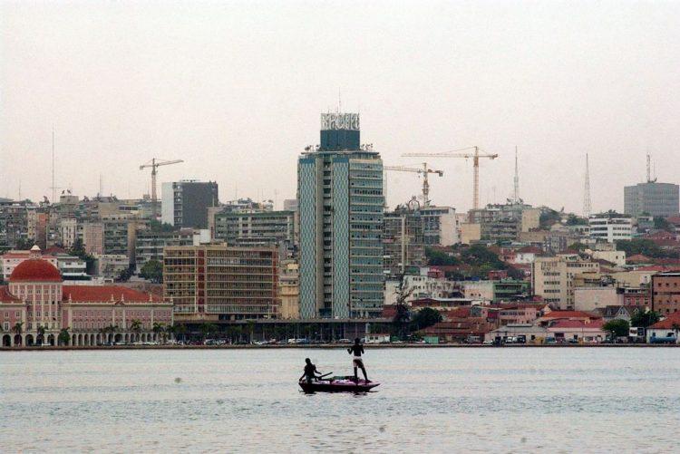 Funcionários do fisco angolano detidos por suspeita de desvio de dinheiro dos impostos